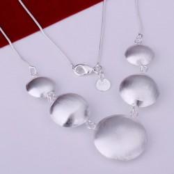 Collar Laminado en plata  Modelo esferas plana