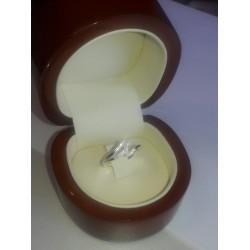 Anillo Sofia de Oro Blanco con 16 diamantes