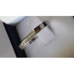 Anillo Medio Cintillo Oro Blanco con 7 Diamantes Corte Brillante