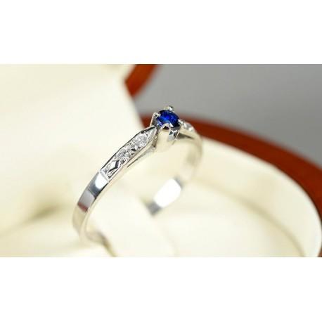 Anillo de compromiso en oro blanco de 18 quilates modelo Imperial con diamantes y zafiro