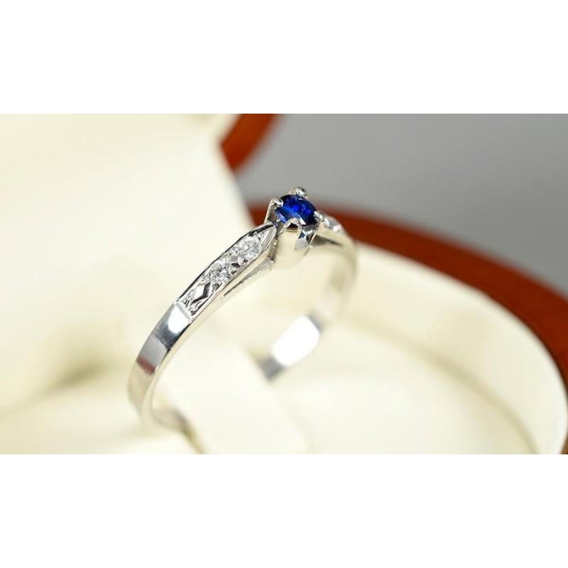 fb164ea9c1fd ... Anillo de compromiso en oro blanco de 18 quilates modelo Imperial con  diamantes y zafiro ...