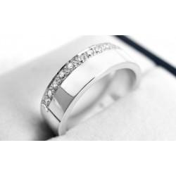 Anillo de compromiso modelo plano en oro blanco de 18 K con Diamantes