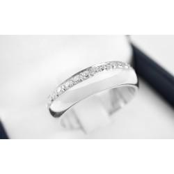 Anillo de compromiso modelo media caña inglesa en oro blanco de 18k  con Diamantes